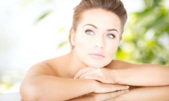 Домашні рецепти зволожуючих масок для догляду за ніжною шкірою навколо очей