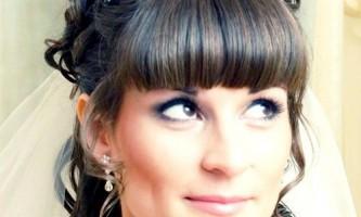 Фото галерея модних весільних зачісок нареченої з чубчиком