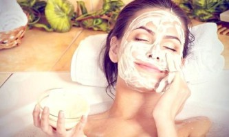 Очищаюча маска для обличчя з вівсянки