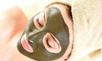 Використовуємо маску із хни безбарвною, для сприятливого впливу на шкіру обличчя