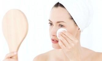 Позбавляємося від набряків під очима за допомогою домашніх масок