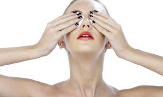 Ефективні домашні маски, що допомагають усунути темні кола під очима