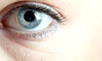 Як легко прибрати мішки і синці під очима?