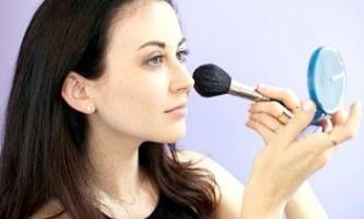 Як правильно наносити пудру на обличчя