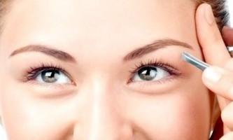 Як правильно вискубувати брови без болю