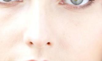 Як за допомогою косметології позбутися зморшок під очима у молодих людей