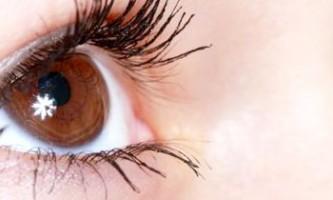 Як прибрати гусячі лапки під очима