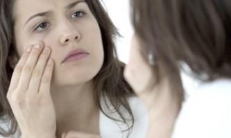 Як прибрати сильне виділення вен під очима і ущільнити шкіру навколо очей