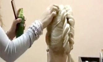 Гарний колосок на середні волосся від стиліста