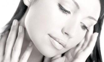 Краса або хвороба або чим обумовлена   блідість обличчя і синява під очима?