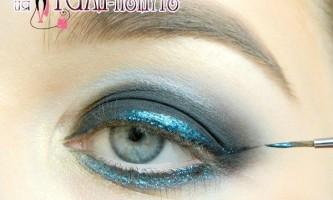 Легкий і ефектний макіяж для блакитних очей з кольоровою стрілкою