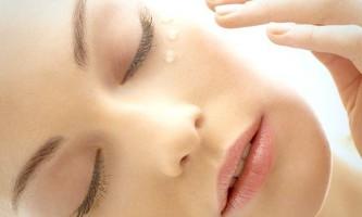 Кращі масла в натуральному догляді за шкірою навколо очей: жожоба і не тільки ...