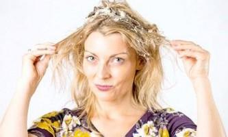 Цибулеві маски для волосся, поради від неприємного запаху, домашні рецепти для зміцнення, зростання і від випадіння волосся