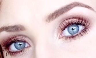Макіяж смокі айс для блакитних очей