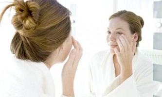 Масла для шкіри навколо очей: різновиди і способи застосування