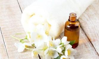 Незвичайні властивості ефірного масла жасмину і його користь для волосся