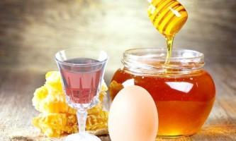 Кілька легких рецептів масок для волосся з яйцем, коньяком і медом