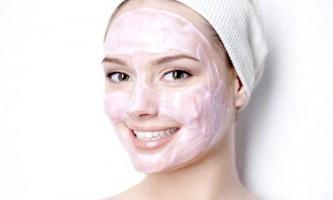 Омолоджуємо і очищаємо шкіру обличчя за допомогою масок з рожевої глини