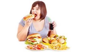 Чому на століттях з`являються жировики і як їх видалити?