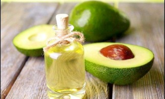 Підбираємо ефективні масла для догляду за волоссям.