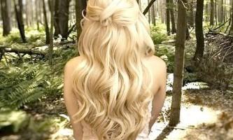 Зачіски на випускний на довге волосся