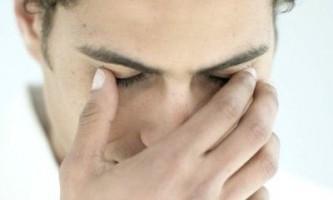Причини і лікування опухли століття над очима після сну