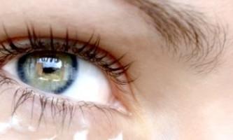 Причини появи і лікування синців під очима