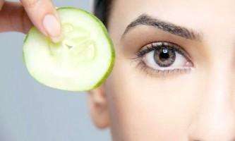 Прості рецепти масок з огірком для бездоганної шкіри навколо очей