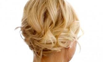 Романтична зачіска на волосся каре