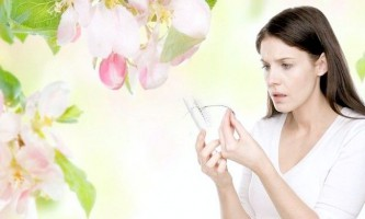 Весняне випадання волосся: в чому причина і як його зупинити?