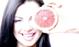 Вітаміни - головні помічники при синцях під очима