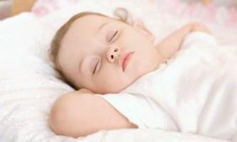 Здоровий сон мами і малюка: як привчити дитину засинати самостійно